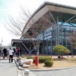 Der Dorasan-Bahnhof war die Ausgangsstation des Wiedervereinigungs-Express. Nach Ermordung einer südkoreanischen Touristin wurde dessen Betrieb jedoch wieder eingestellt.